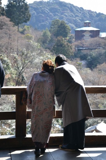 Japanese couple dressed in kimono at the Kiyomizu-dera