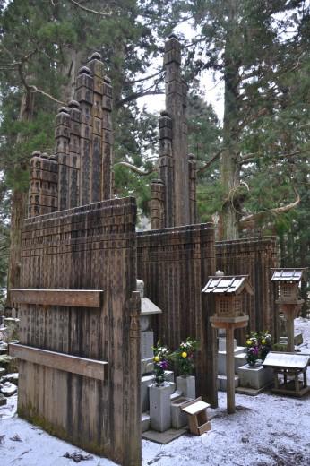 Wooden memorial pieces