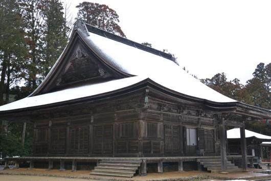 Old skool shrines in Koya town