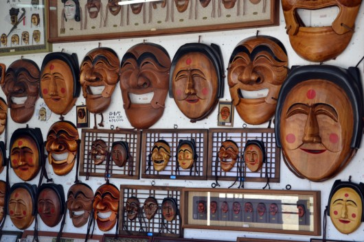 Buy one of the hahoe masks as a souvenir!