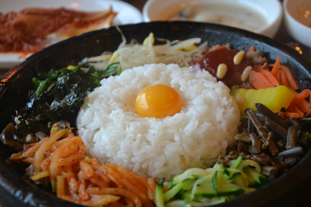 Jeonju bibimbap on hot plate