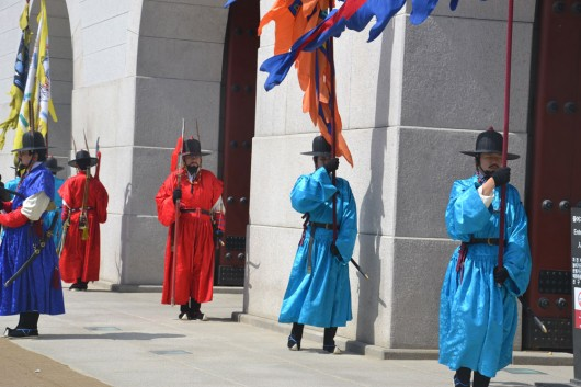 Changing of guards in front of Gyeongbok-gung