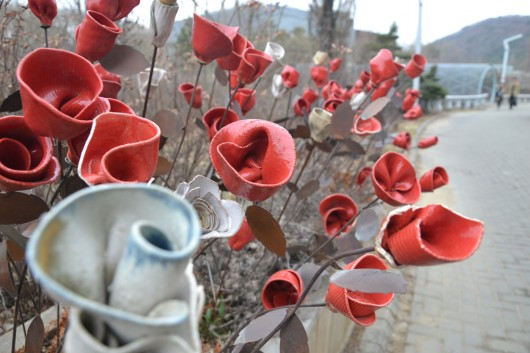 Ceramic roses found in the Heyri art village
