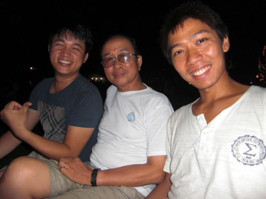 Some random locals I met at the Ho Tay (West lake) - one of them professor at the Uni