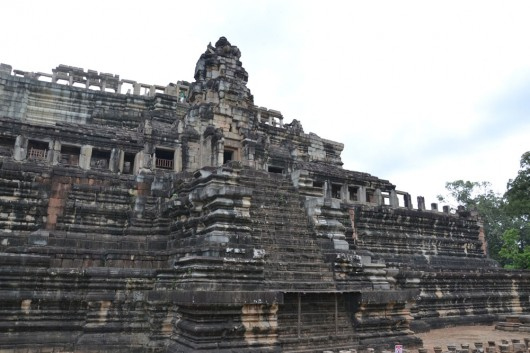 Enormous structures and temples in Angkor Wat
