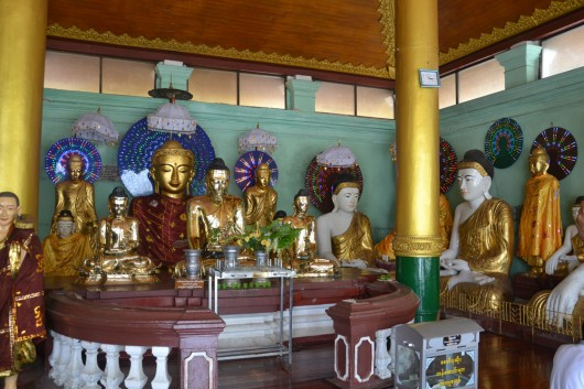 Tons of Buddhistic statues in 1 temple