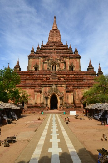 Magnificent looking temples in Bagan