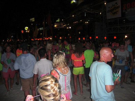 The crowd at full moon party