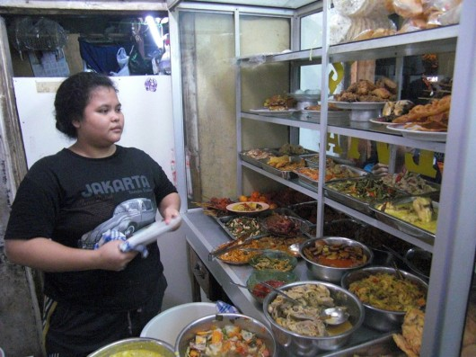 Padang food, buffet-like food stalls, you pay what you eat