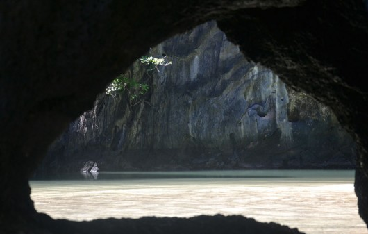 Small entrance to the hidden lagoon in El Nido
