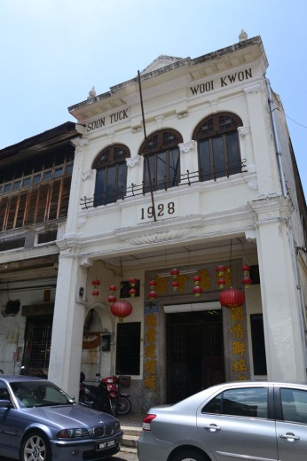 Historical colonial fronts with Chinese influences