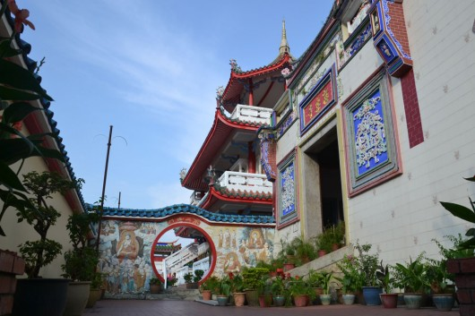 Impressive looking temple and halls surround Kek Lok Si