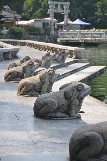 Frog statues near sun and moon pagoda
