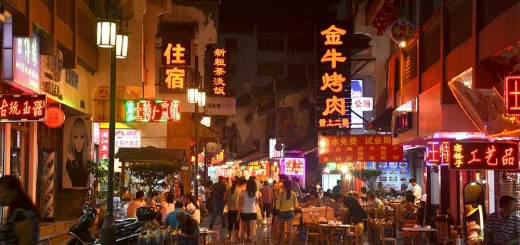 Night time night markets and restaurants