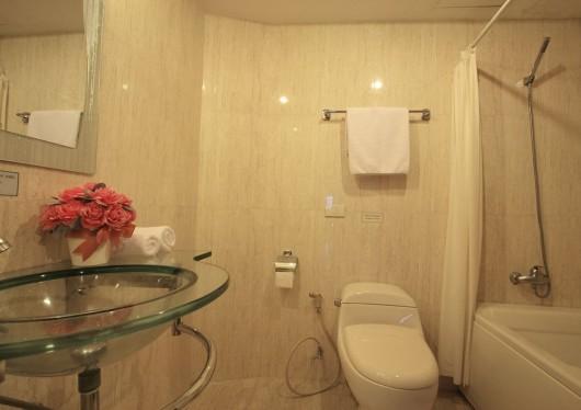 Bally's studio - bathroom