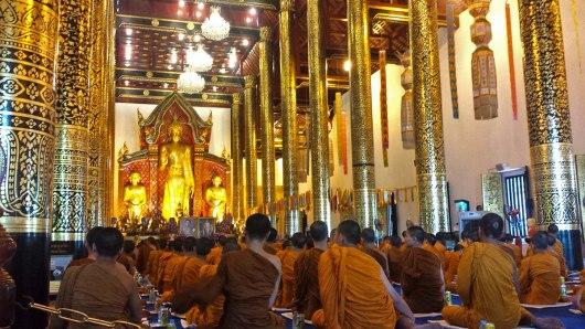 Asian backpacker - Chiang Mai Wat Phra Singh