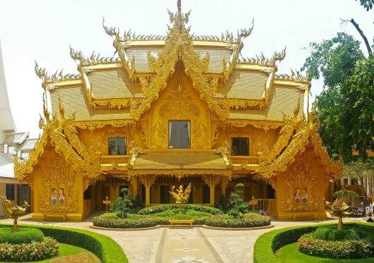 Asian backpacker - Chiang Rai white temple surroundings
