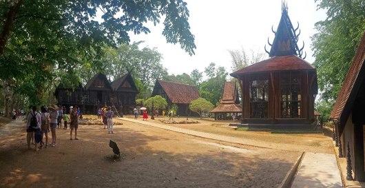 Asian backpacker - Chiang Rai - Ban Daam museum (black temple)