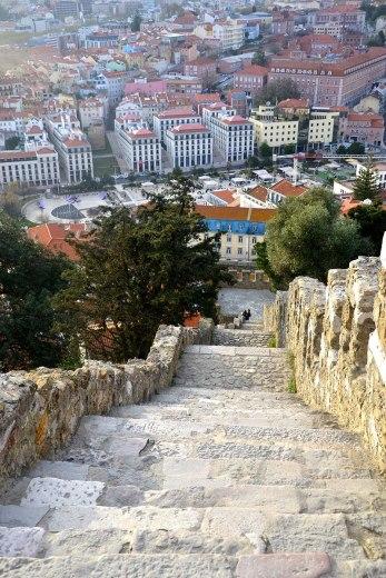 Asian backpacker - Lisbon Castelo de San Jorge