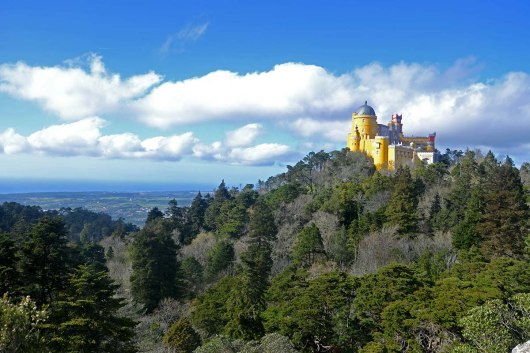 Asian backpacker - Sintra - View of Pena palace