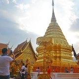 Asian backpacker - Chiang Mai Wat Phrathat